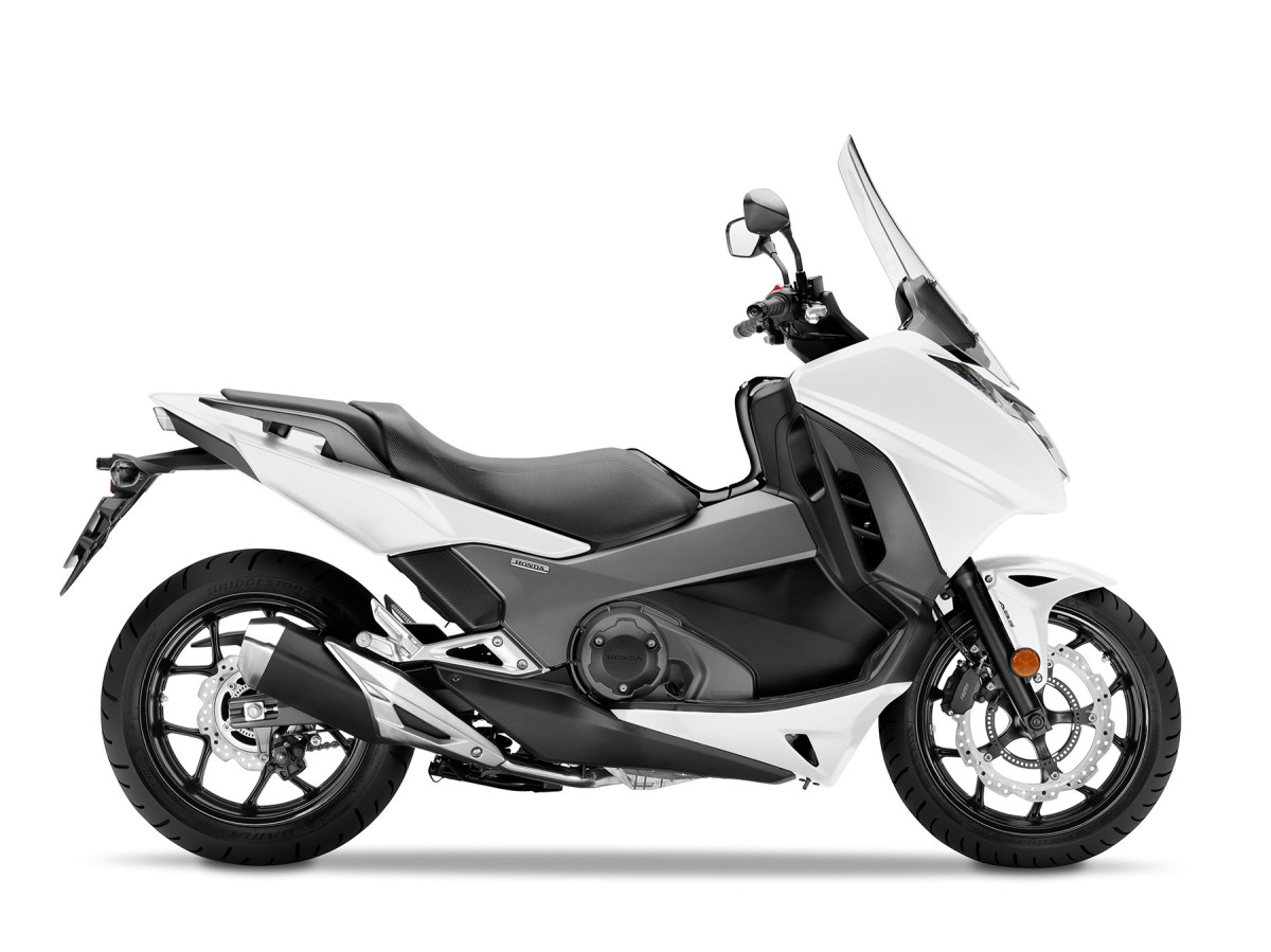 Honda Integra Motorcycle and scooter rentals in Roma (Italy)