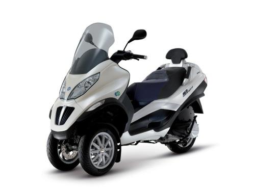 Piaggio MP3 300 Hybrid Motorcycle and scooter rentals in Madrid (Spain)