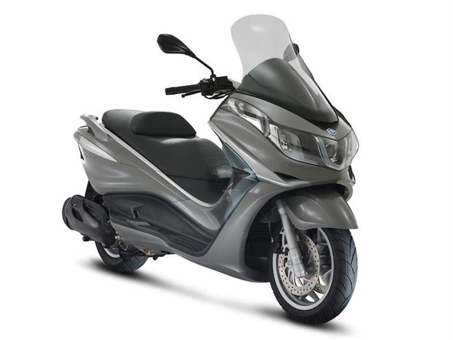 Honda SW-T ABS Motorcycle and scooter rentals in Roma (Italy)