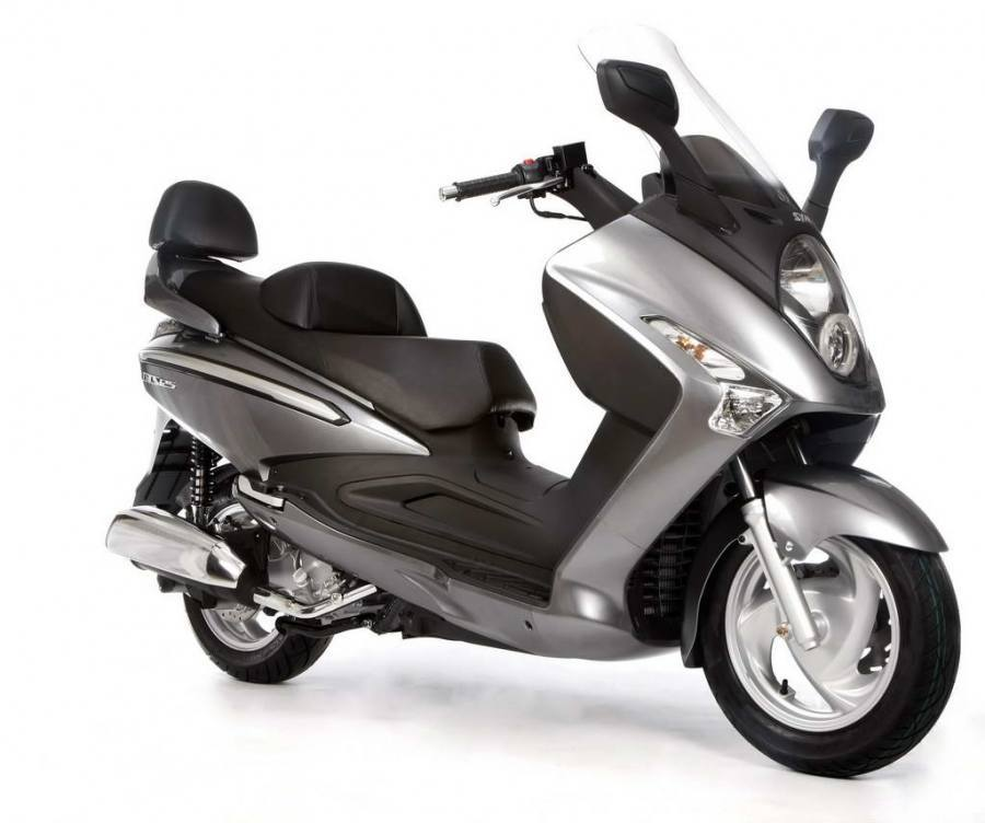 SYM GTS evo 125 Motorcycle and scooter rentals in Île-de-France (France)