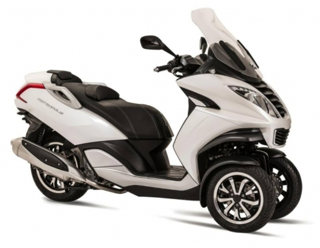 Peugeot Metropolis 400 Motorcycle and scooter rentals in Madrid (Spain)