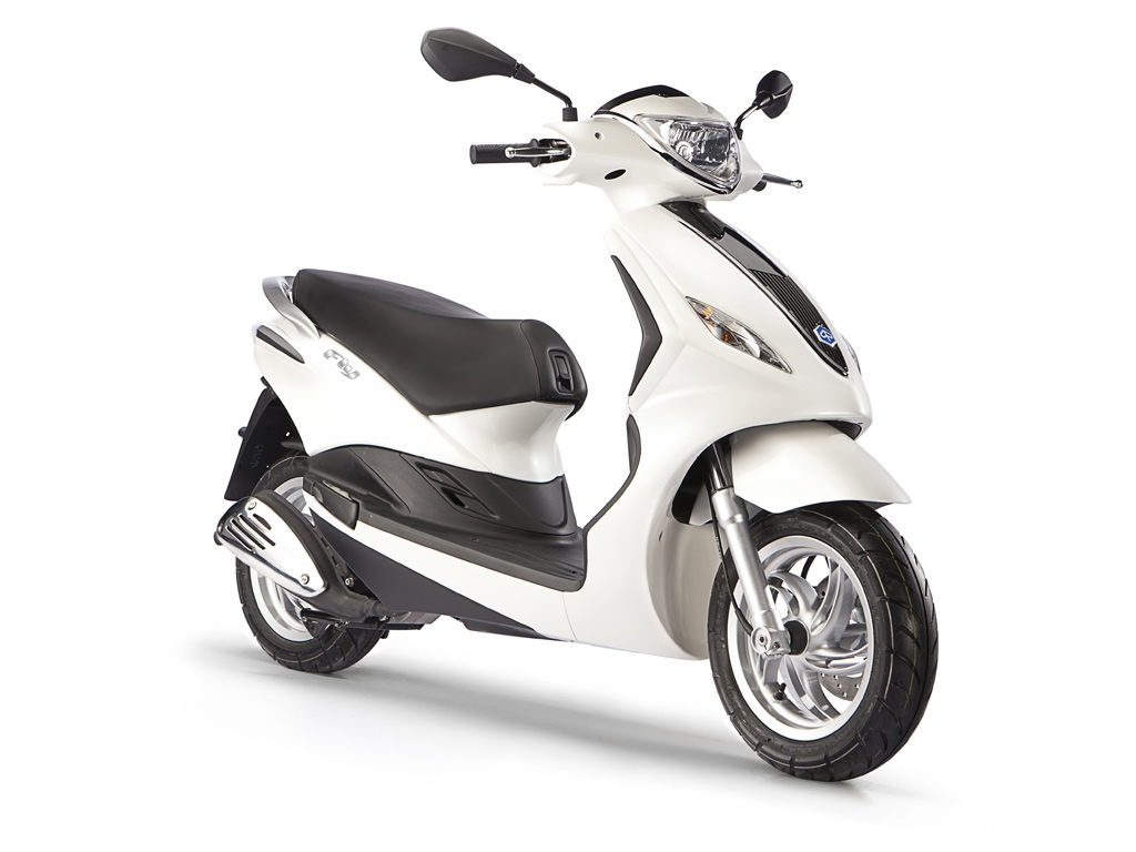 Piaggio FLY 50 Motorcycle and scooter rentals in Île-de-France (France)